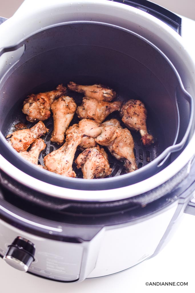 chicken drumettes cooking in ninja foodi deluxe air fryer